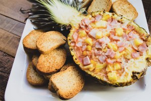 pineapple-canadian-bacon-hawaiian-pizza-dip
